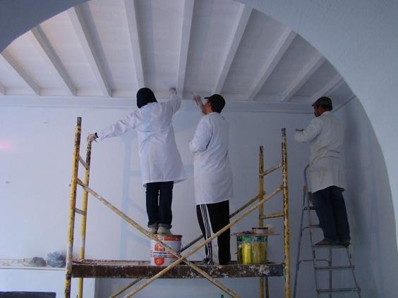 Restauration des murs de l'atelier.