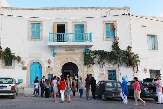 معرض لوحات فنية. جميع الحقوق محفوظة لمؤسسة كمال الأزعر.
