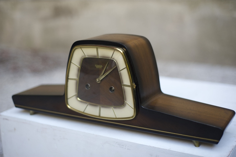 Vintage clock, random program, 2015, 50 x 10 x 20 cm.