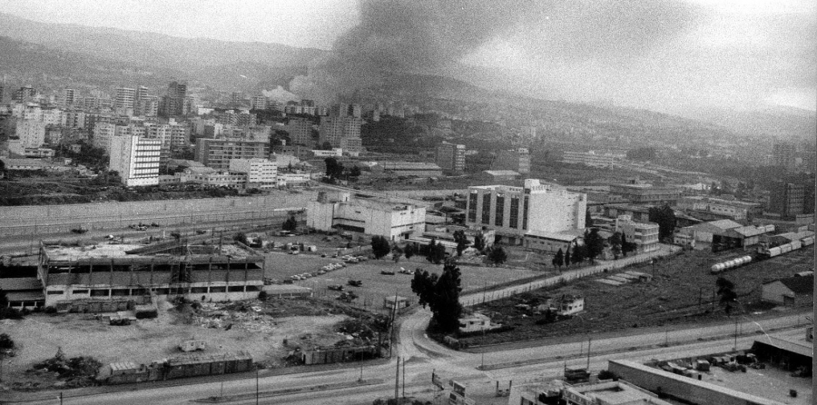 General view of Jisr el Basha and Jisr el Wati during the conflicts. 10-1-1976. Courtesy An Nahar Research and Documentation Center.