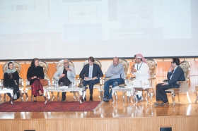 L'art contemporain global et sesréseaux, Dar Al Hekma University, (de gauche à droitet) Dalya Islam (Madder-Red), Lila Ben Saleh (Galerie El Marsa), Faisal Samra (artiste), Edward Gibbs (Sotheby's), Khaled Samawi (Ayyam gallery).