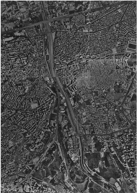 Vue aérienne de Beyrouth en 1995. Réalisé pour IDAL, basée sur une carte de MAPS. Avec l'autorisation de Habib Debs.